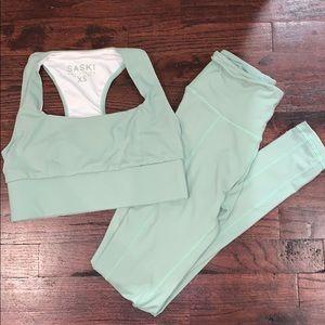 Saski mint workout set